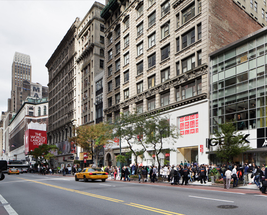 Amazon Books opened its second and largest NYC outpost on 34th Street just west of Fifth Avenue. This new brick-and-mortar location for the online giant has about 3, titles available for sale that range from bestsellers to
