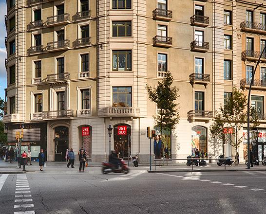 f328e67b654 UNIQLO Passeig de Gràcia. Barcelona ...