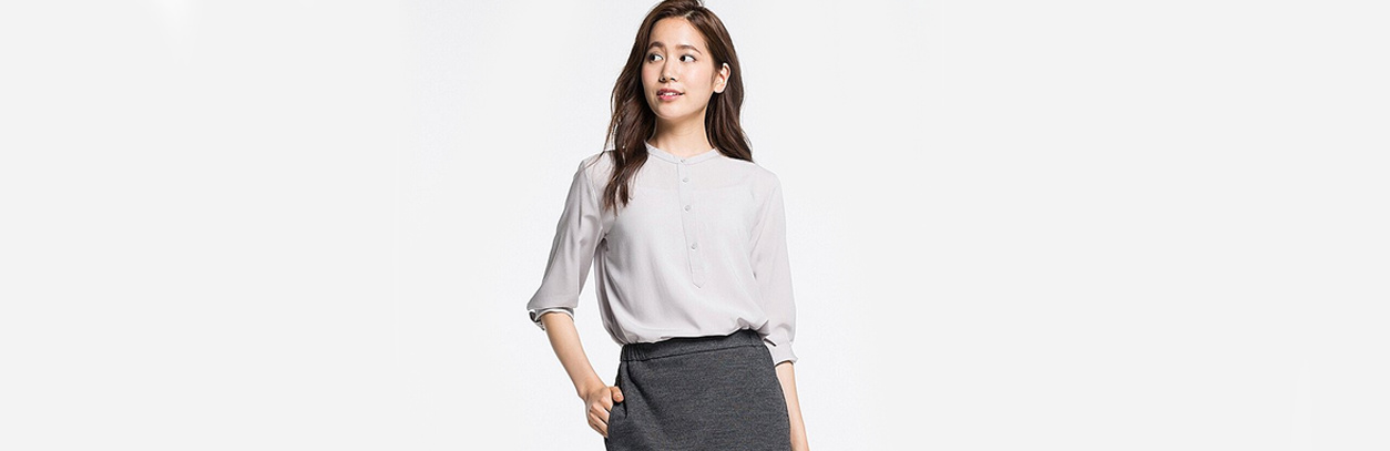 7bb7d30082556 STAND COLLAR. This comfortable rayon blouse ...