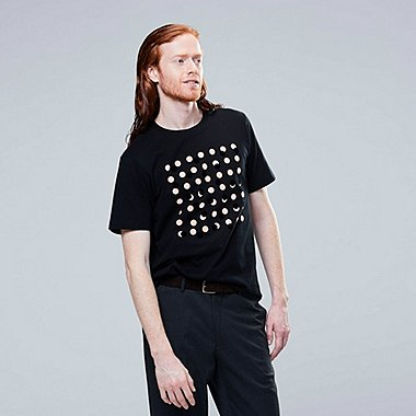 MEN SUPERGEOMETRIC DUSEN DUSEN GRAPHIC PRINT T-SHIRT
