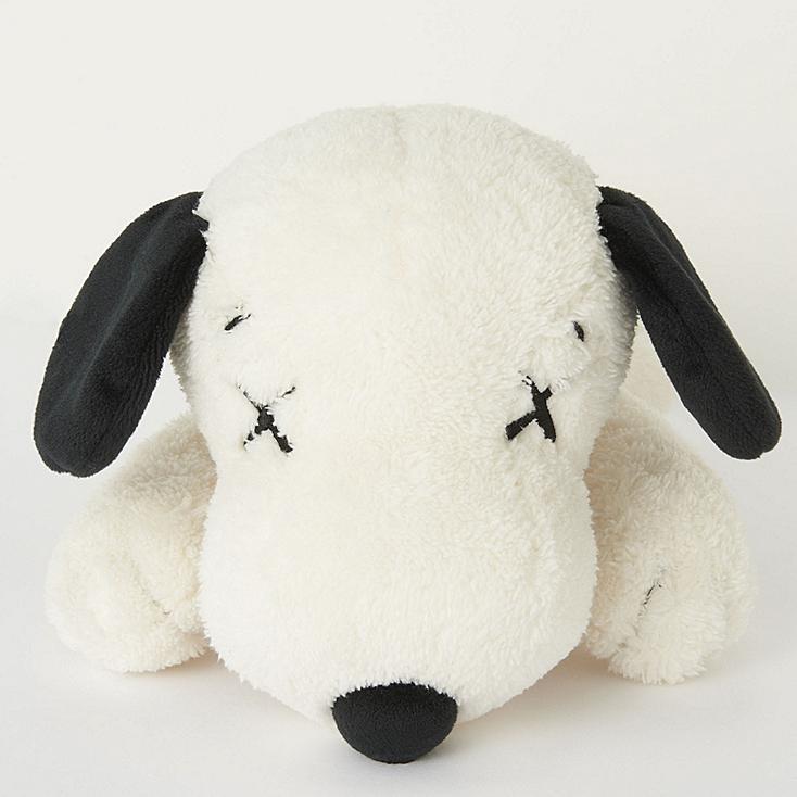 UNIQLO KAWS X PEANUTS 2017 跟着Snoopy一起玩转复古时尚吧!还有超萌的Snoopy娃娃!买来当新年衣也没问题!明年是Snoopy本命年丫!