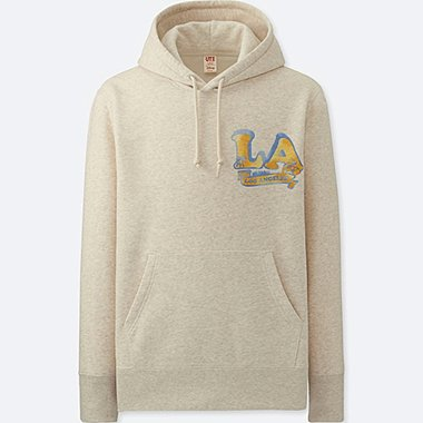 MEN MICKEY TRAVELS GRAPHIC HOODED SWEATSHIRT