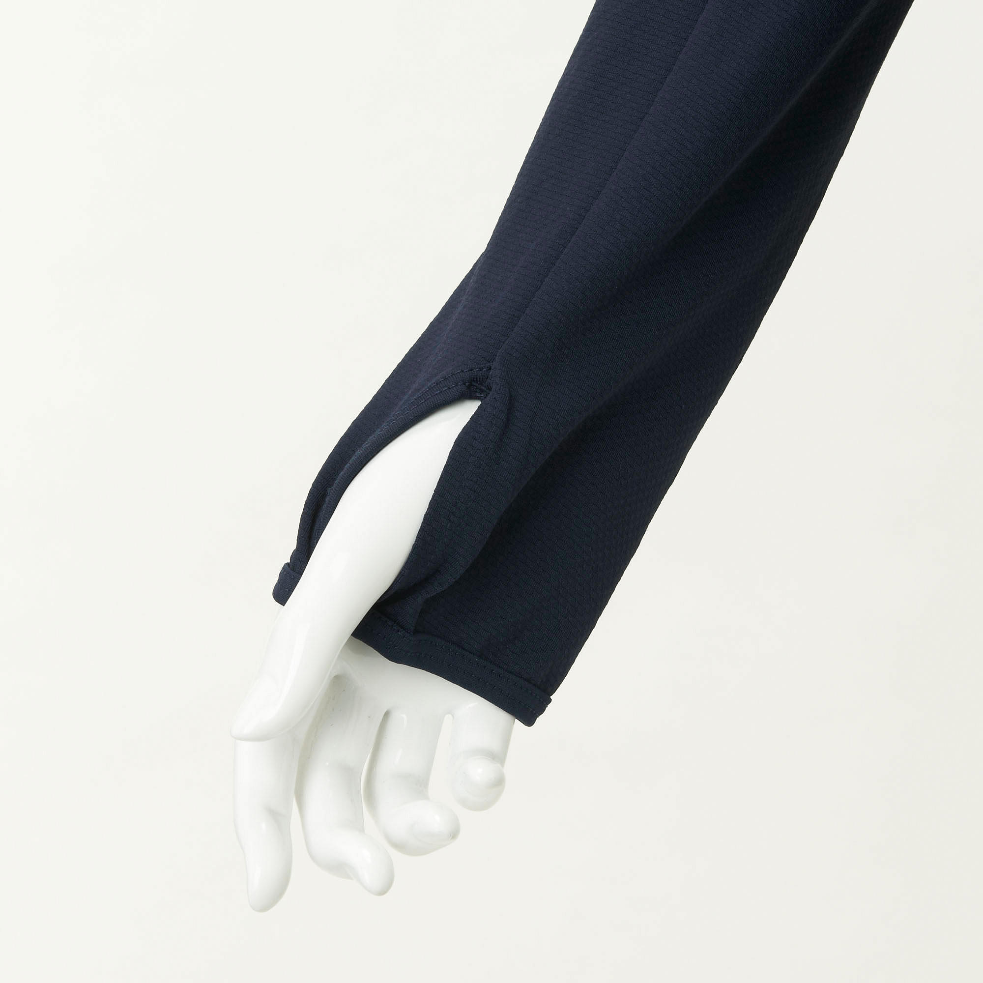 Thumbholes in the sleeves keep the backs of the hands covered up from the sun.